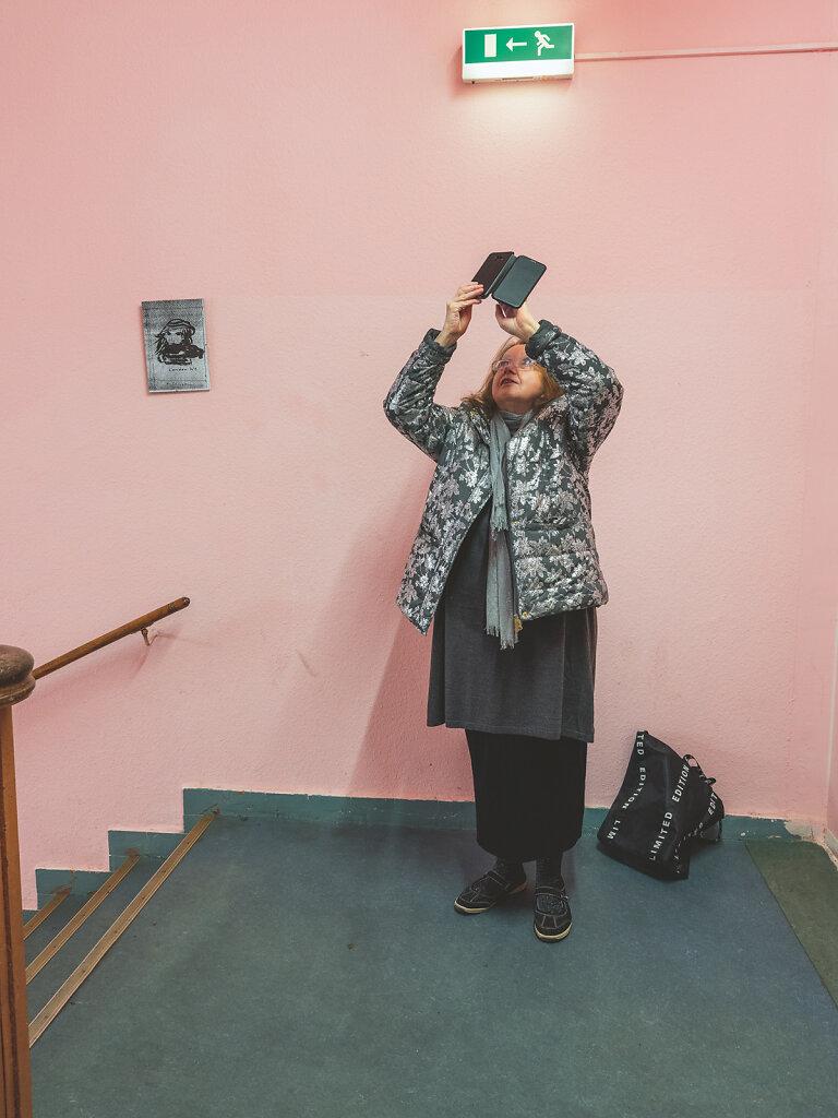 Rosi, Künstlerin und Aktivistin